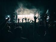 crowd-1056764_1280_opt.jpg