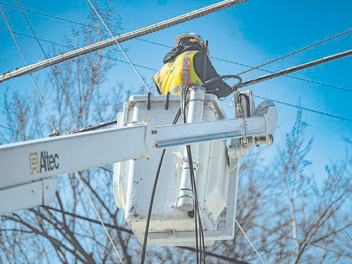 Leader of Texas utility regulator resigns after extensive storm outages