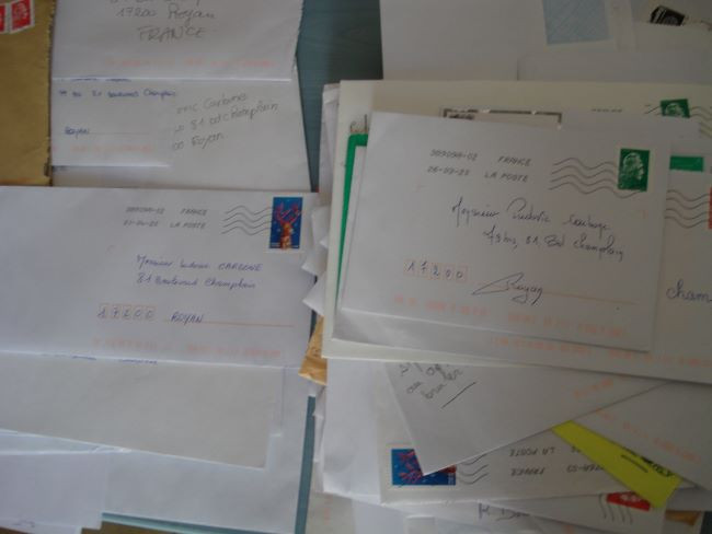 Numerous letters on the desk of people asking for help by mail from the magnetizer.