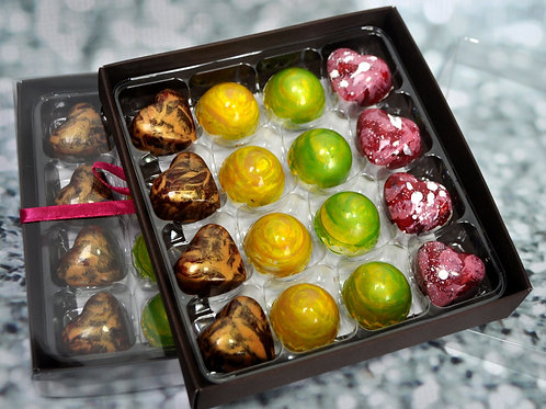 16 Handmade ARTISAN chocolates - Favourites mix