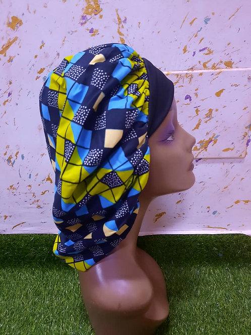 Bonnet bande noire motif carreaux