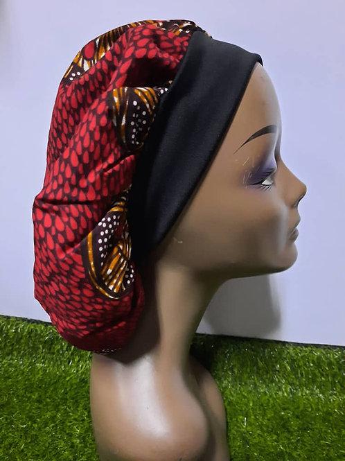 Bonnet bande noire motif rouge