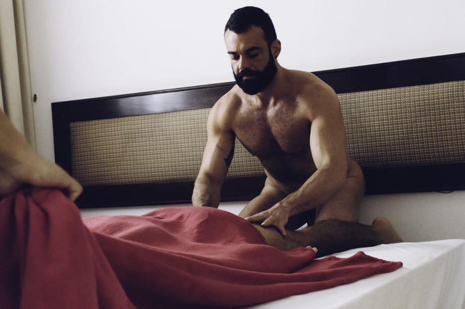 Massagem Lingam: eleve seu prazer ao máximo