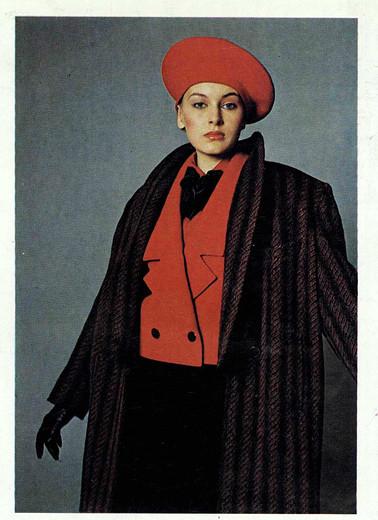 """Модель из перспективной коллекции модной одежды """"Осень 1986"""" в журнале """"Мода"""". 1986."""