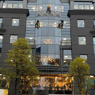 Our #ropeaccess team today in #soho doin