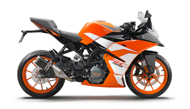 170650_KTM RC 125 90 degree right MY 201
