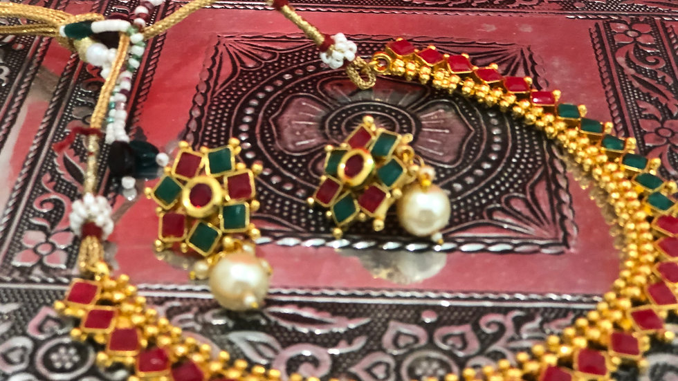 Traditional red and green necklace