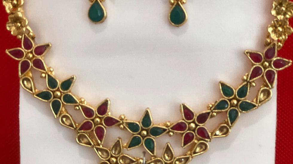 Star patterned Necklace