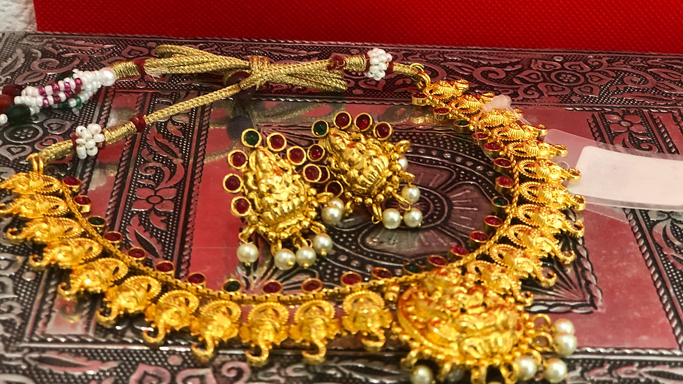 Traditional necklace with matching earrings