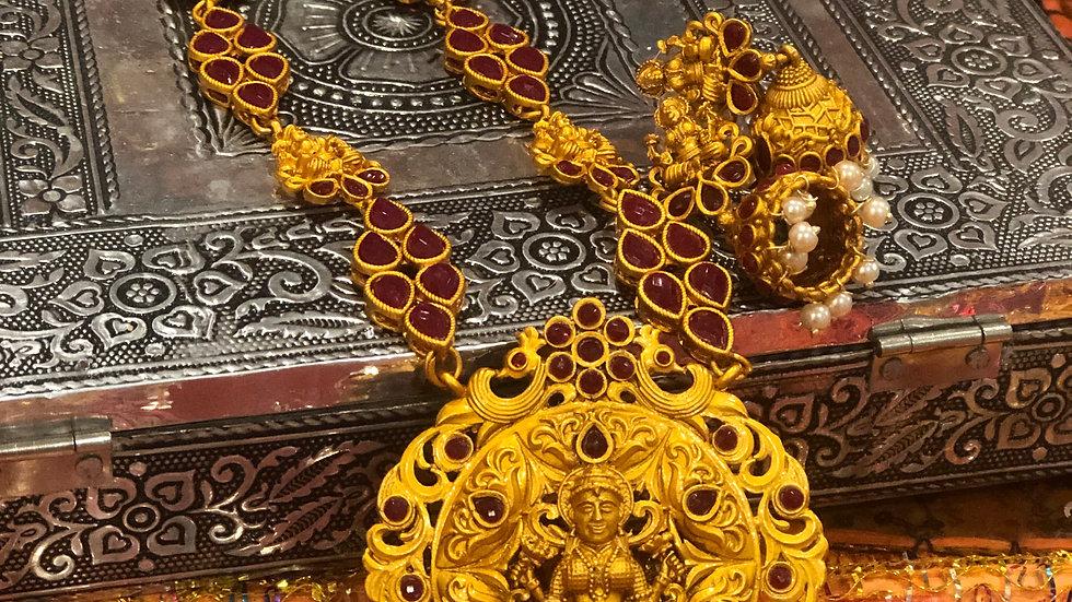 Long Neacklace with beautiful stonework