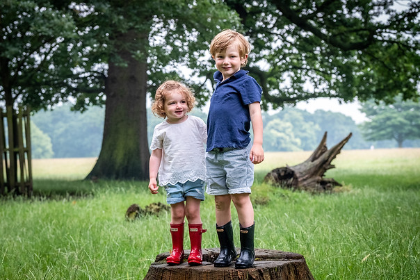 Sibling photography on a log in Richmond, London