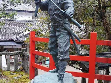 Patung Miyamoto Musashi di Kuil Yagi