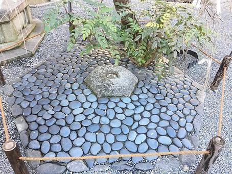Hesoishi (Batu Pusar) di Rokkaku-do