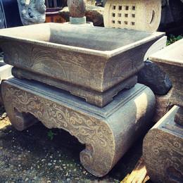 古體 雕刻 水池