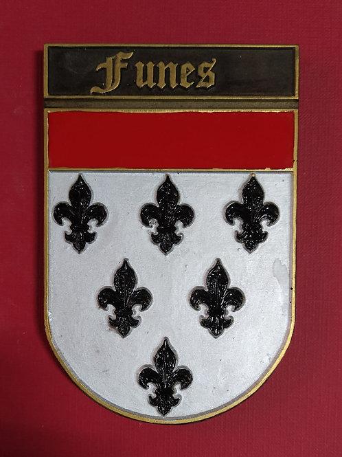 Funes, escudo del apellido en esmalte