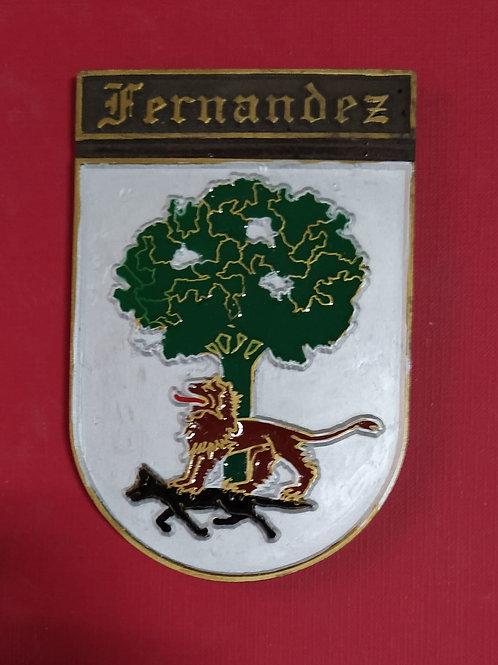 Fernández, escudo del apellido en esmalte