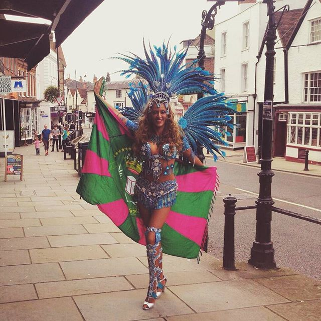 Representing #verderosa as you do on a Saturday on the high street 😂_#samba #dancer #passista #samb