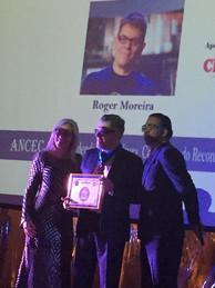 Roger Moreira Recebe Prêmio