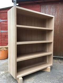 Fitted bookcase.