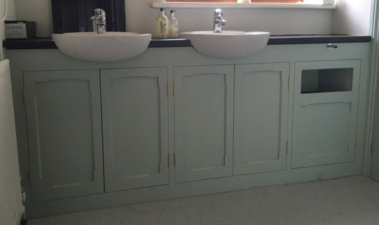 Fitted vanity unit.