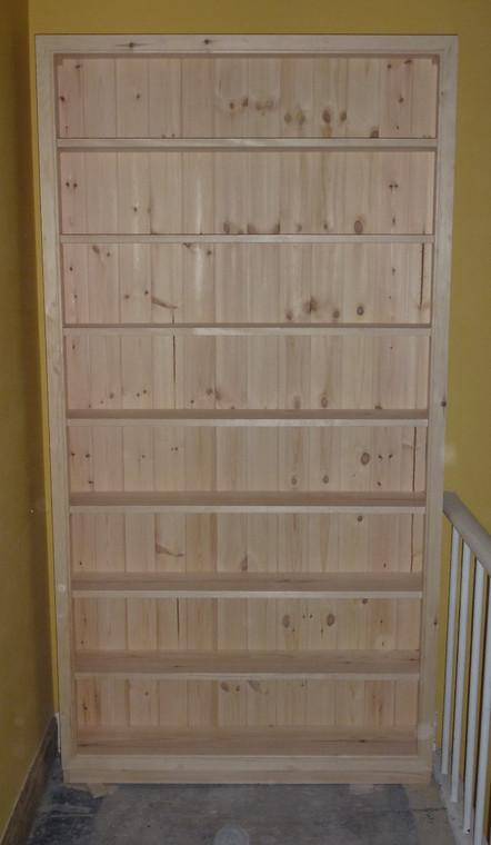 Freestanding bookcase.