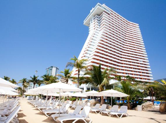HS_HOTSSON_Smart_Acapulco_building_Beach