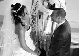 échange des voeux des mariés en noir et blanc, vu d'au-dessus
