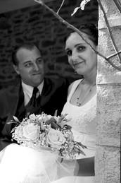 le marié reagarde la mariée