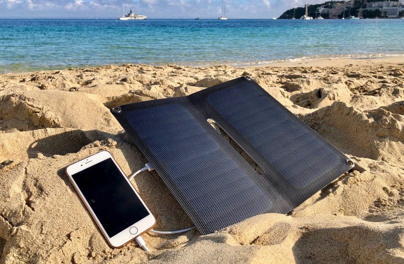 Alto_Solar_Charger_PV14_Beach4W.jpg