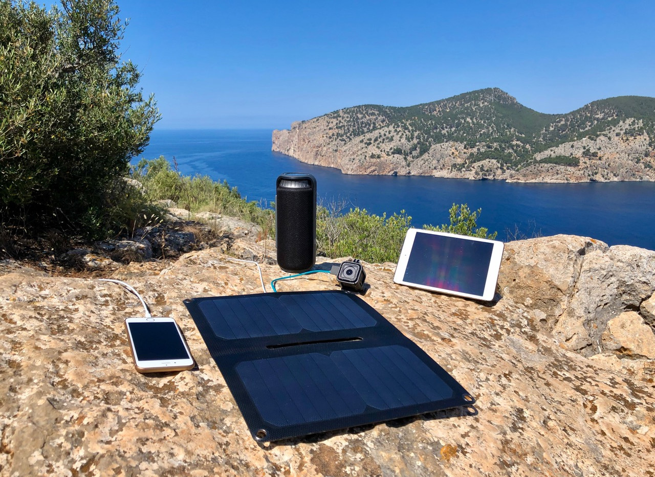 Alto_Solar_Charger_PV14_Hiking11W.jpg