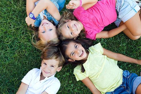 Enfants à l'école La Ruche Bleue