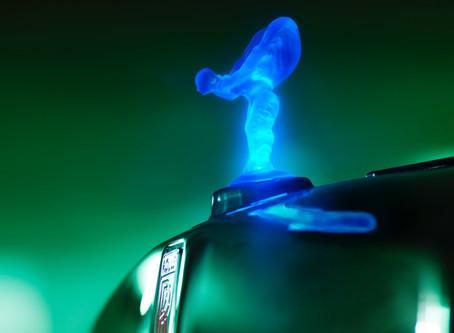 Rolls-Royce: Le Spirit Of Ecstasy illuminé de Rolls-Royce interdit en Europe