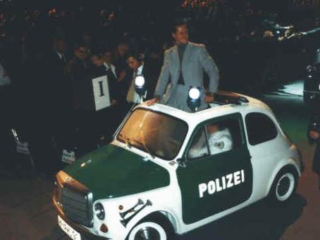 Le GRAND Michael Schumacher dans une petite FIAT 500 pour la Police Allemande