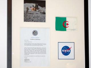 Vente du drapeau de l'Algérie de l'expédition lunaire de Apollo 15