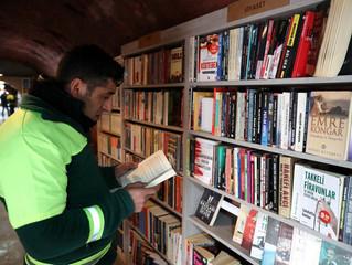 Monde : Des éboueurs créent des bibliothèques avec les livres jetés à la poubelle