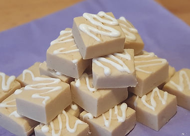 white chocolate saleted caramel fudge.jp