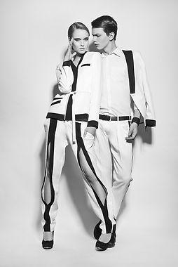 Modelos de traje blanco y negro