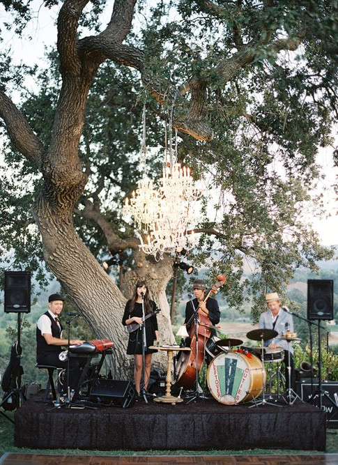 17-a-cool-wedding-band-playing-outdoors-