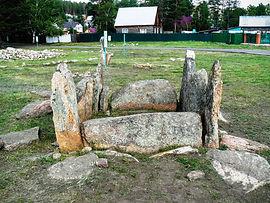 Плиточная могила.