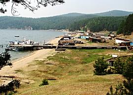 Вид на берег Чивыркуйского залива в посёлке курбулик.