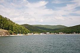 Вид на посёлок катунь с воды.