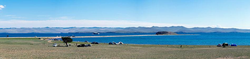 Вид на мыс Уюга с берега Байкала.