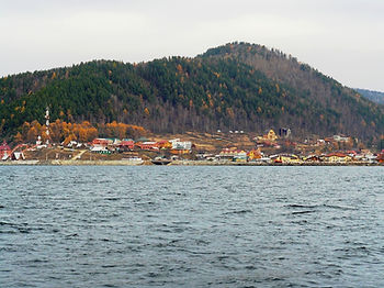 Вид на Листвянку с Байкала.