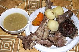 Бухлёр можно подавать раздельно. Мясо с овощами и мясной бульон к нему.