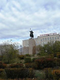 Памятник Гэсэру в Улан-Удэ.