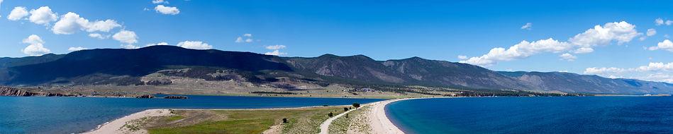 Вид с мыса Уюга на косу и берег Байкала.