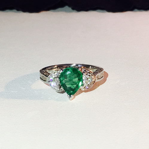 18k Gold Natural DIAMOND AND COLOMBIAN EMERALD Ring