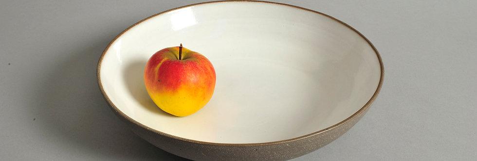26,5 cm flache Schale aus dunkelgrauem Ton - Unikat