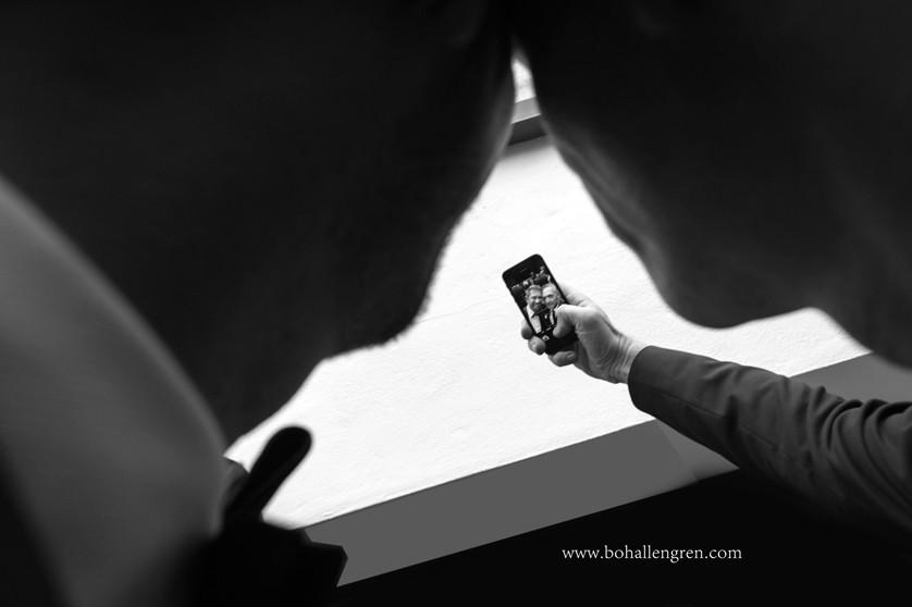 Timing- the wedding Selfie