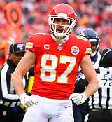 travis-kelce-agrees-to-four-year-extensi